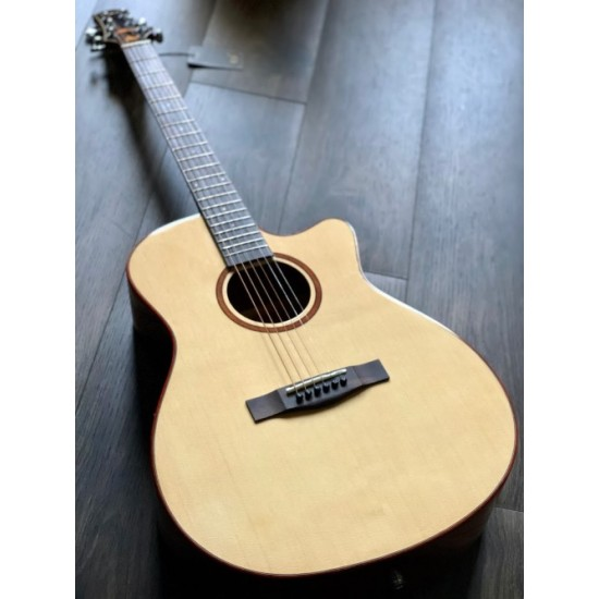 SQOE SPAIN SMLT-N ACOUSTIC ELECTRIC IN NATURAL WITH FISHMAN PRESYS PLUS PREAMP