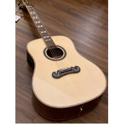 SQOE A780N IN NATURAL WITH SOLID SPRUCE TOP AND WALNUT BACK SIDE